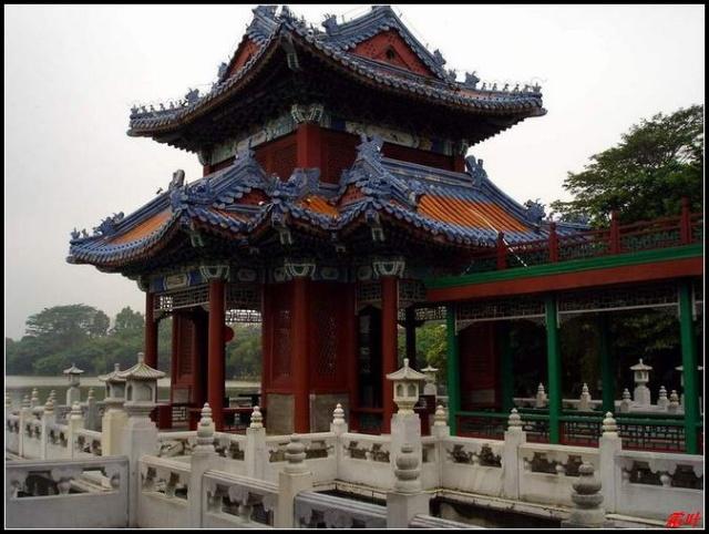 江南古典园林建筑群和西洋建筑群为一体,为游客再显了清朝盛世风华.