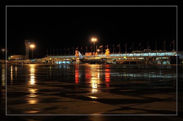 飞机降落在三亚凤凰机场了