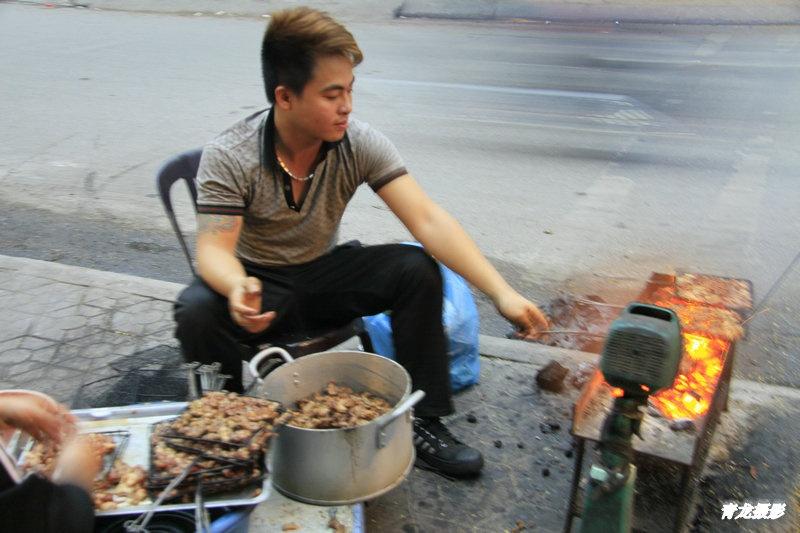 东皖美丽女教师自慰视频_东南亚美食~吃在越南