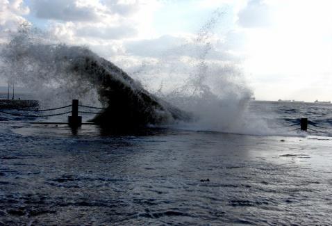 长岛明珠浴场是一处人工建设的海水浴场,位于县城的南海边,离长岛港2
