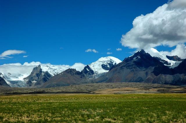 沿途的自然景色和人文景观非常原始,在怒江上游的比如县还有全西藏