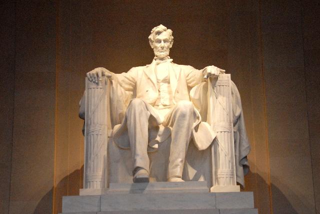 林肯纪念堂,为纪念美国 开国元勋第16任总统亚伯拉罕.