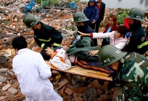 为汶川地震的逝者默哀 为抗震救灾的英雄讴歌