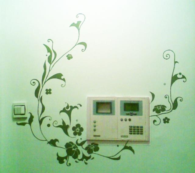 现在手绘墙画也延伸到了其他装饰品上