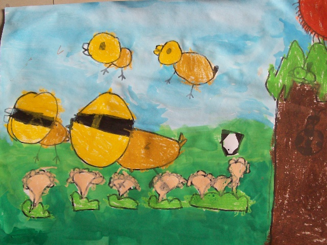 """《捉迷藏》 作者介绍:汤柯燚 5岁 教师点评:同样的题材,不一样的感受,这是一幅创作画。要求是:小鸡、小鸭、小鸟参加的捉迷藏游戏,可以任意添加自己喜欢的动植物。当我问孩子:""""为什么将甲虫和小鸟用颜色遮住呀?""""孩子说:""""藏起来了呀!""""我忍不住微笑。是呀,这就是孩子的内心世界,只要他们能大胆表达自己心中的感觉,就是最棒的。"""