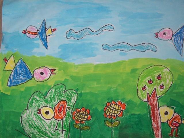 《捉迷藏》 作者介绍:李栩 5岁 教师点评:小鸡藏在树丛中,小鸭藏在树冠下,小鸟找不到它们,着急的叫来了同伴帮忙。画面清新,自然,表达了小姑娘内心细腻的感觉。将小动物有机的组合,自然又和谐。对动态的刻画方面,体现了对生活的观察能力(小鸟的飞行姿态、小鸭子缩脖子和小鸡的低头),惟妙惟肖,是不错的习作。