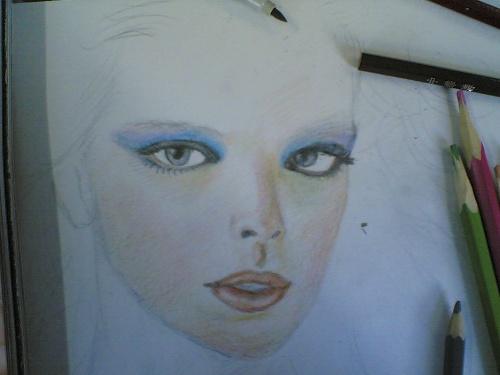 我用彩色铅笔画美女