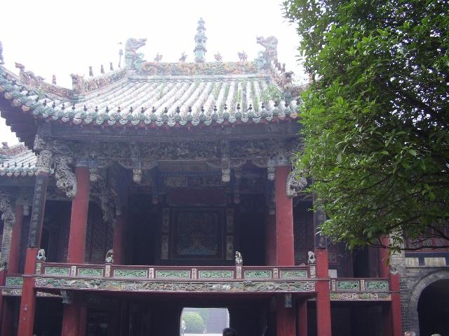 (花戏楼的舞台)作为一个北方的城市,花戏楼能称得上是亳州最...