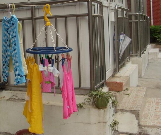 阳台晾晒性感内衣图片
