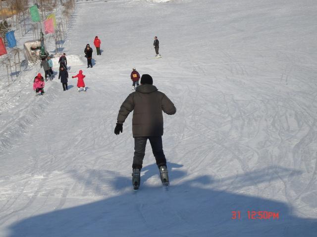 五厂滑雪一日游 大树变美女