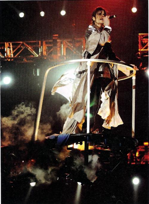 """流行音乐之王""""迈克尔.杰克逊(Michael Jackson)记录电影《就是这"""