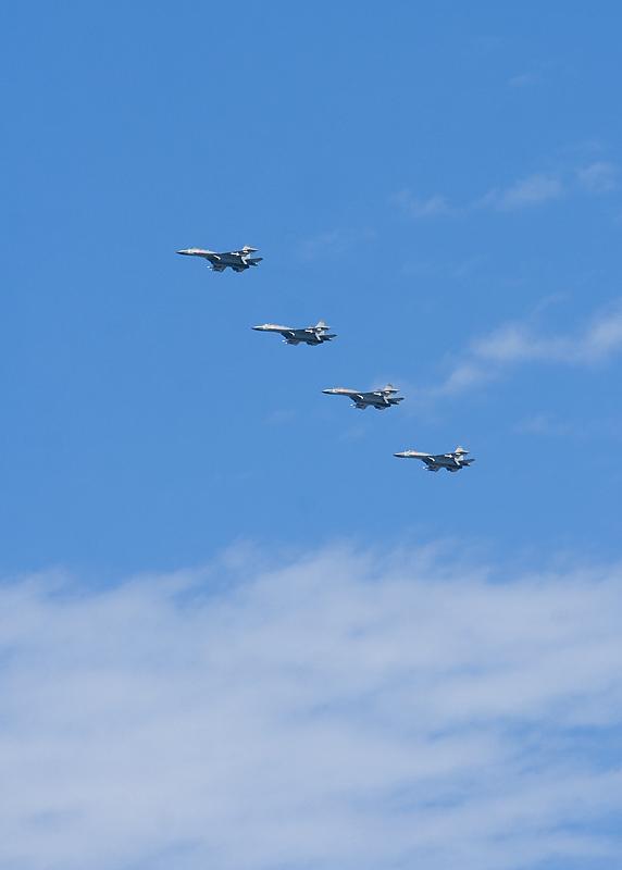 鹰击长空-国庆阅兵飞机编队-面对希望迎着光