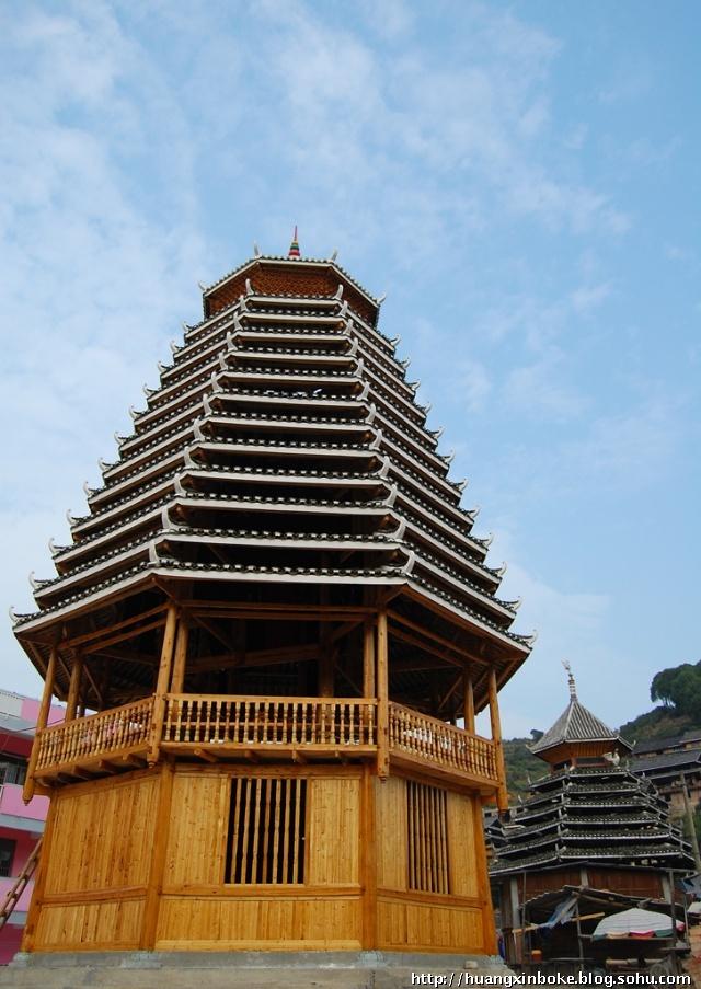 穿斗木结构建筑是中国南方传统建筑中常用的结构形式,尤其在山区的