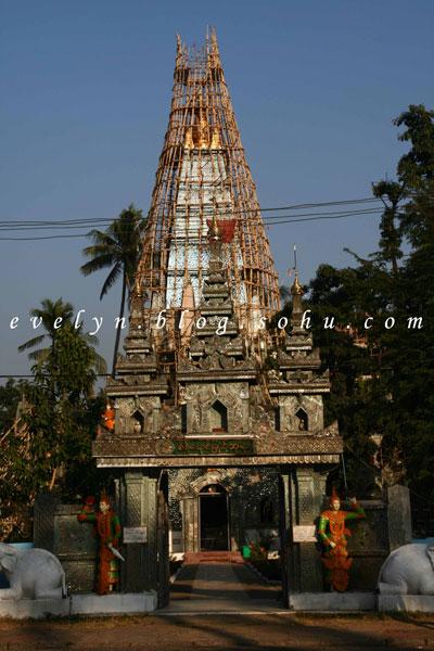 缅甸-烟云中的佛塔-仰光-远看瑞光大金塔