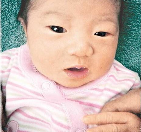 林嘉欣刚出生女儿可爱照首次曝光