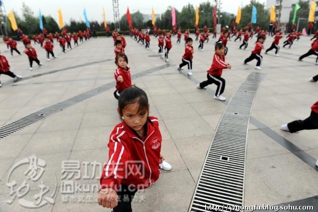 塔沟武校共有13000余名学员参加表演