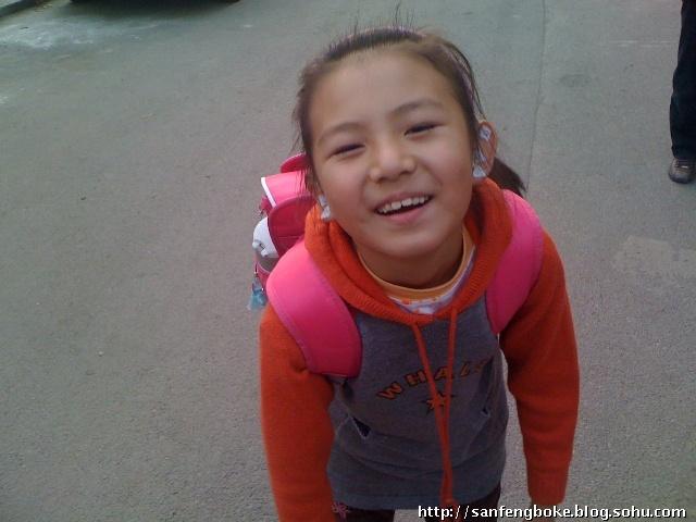 孩子的笑容好灿烂