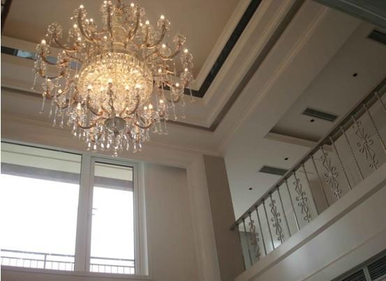 以下内容是别墅客厅吊顶的照片