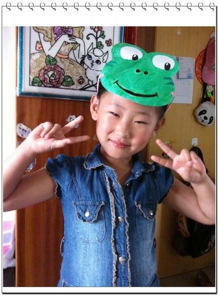 要要表演课本剧《小蝌蚪找妈妈》,让自己化妆,还让妈妈买青蛙的头饰