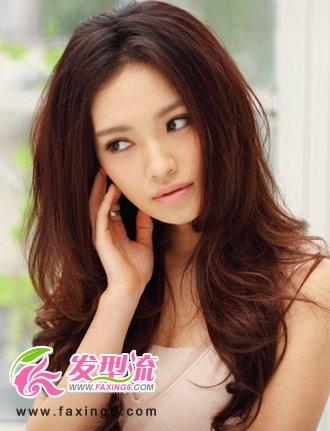 中长发烫发发型图片 增加女生甜美清新的气息
